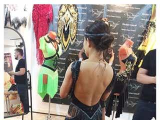 キンタロー。15万円ドレス購入 美背中露わなショットに「セクシー!」「きれい」の声