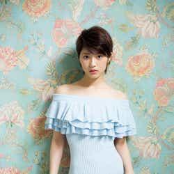 モデルプレス - 乃木坂46若月佑美、ニットワンピで大人の色気 卒業を語る