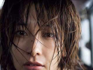 山崎真実、袋とじで大胆ショット公開「今回が1番困惑した」撮影に