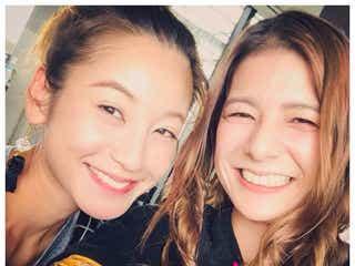 西山茉希、スザンヌと「まさかの沖縄で再会」2ショットを公開