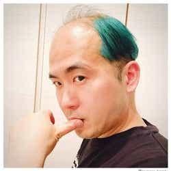 モデルプレス - トレエン斎藤司、グリーンヘアに大胆イメチェン「普通ではない毛量での攻めた色」