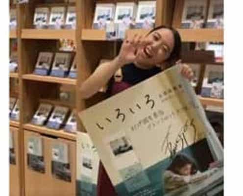 上白石萌音、憧れの書店員に「本が好きなので、夢みたいでうれしい」初エッセイ集の品出しに挑戦