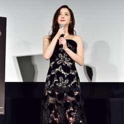 モデルプレス - 佐々木希「今日は大胆に」美脚透けドレスで魅了 SUPER JUNIORイェソンもドキッ