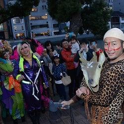 バンビーノ率いる仮装集団