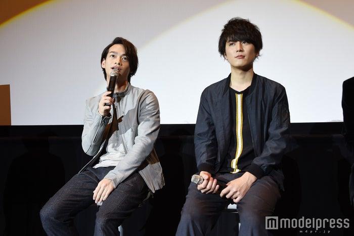 (左から)池田純矢、間宮祥太朗(C)モデルプレス