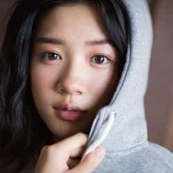 """モデルプレス - 永野芽郁の""""うるうる瞳""""に吸い込まれそう…次世代ヒロインがありのままの今を見せる"""