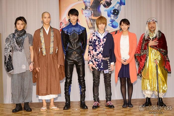 左より:磯村勇斗、柳喬之、山本涼介、西銘駿、大沢ひかる、竹中直人