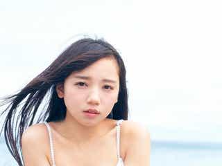 日向坂46齊藤京子、水着カット解禁 1st写真集「とっておきの恋人」で美ボディ披露