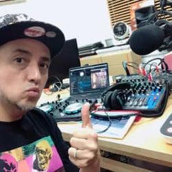 """テレワークによる""""ラジオ生放送""""にチャレンジ! DJ TAROのJ-WAVE『SATURDAY NIGHT VIBES』大盛り上がり"""