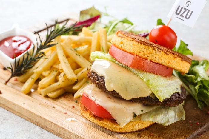 UZU特製ロールハンバーガー/画像提供:コズミックダイナー
