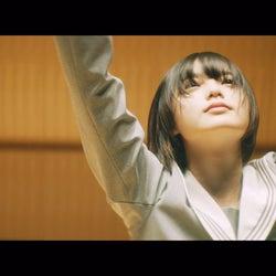 欅坂46平手友梨奈、東京ドームで初披露ソロ曲「角を曲がる」のMV公開