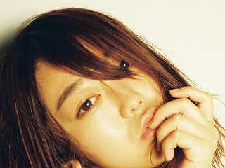 AKB48峯岸みなみ「コンプレックスがあるすべての人へ」 高橋優也とコラボ写真展