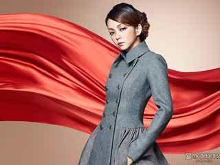 """安室奈美恵、""""レッドカーペット""""で可憐に魅了 1年ぶり発表"""