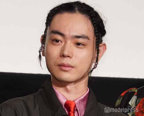 菅田将暉、ブレイズ風三つ編みアレンジで登場 満席の会場に感激<CUBE 一度入ったら、最後>