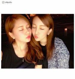 板野友美&河西智美、キス顔2ショットに「めっちゃセクシー」「たまらない」の声