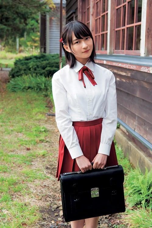 鈴木絢音の制服画像