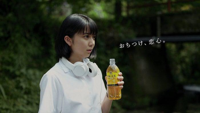 上白石萌歌・井之脇海が共演した2017年放送のCMより(提供写真)