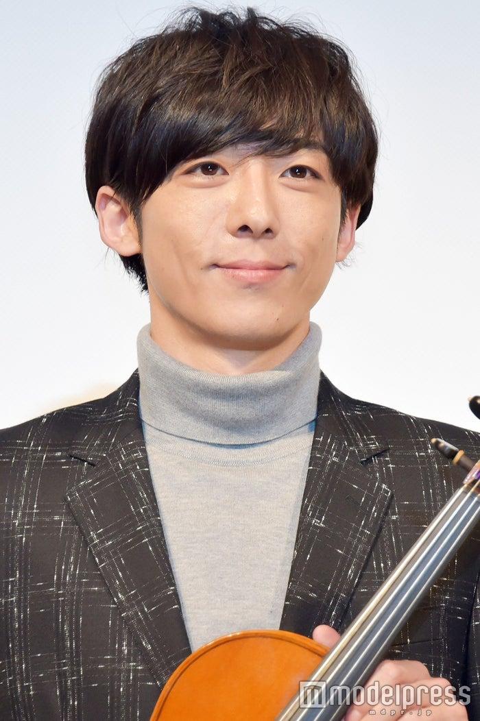 高橋一生/楽器提供:日本ヴァイオリン(C)モデルプレス