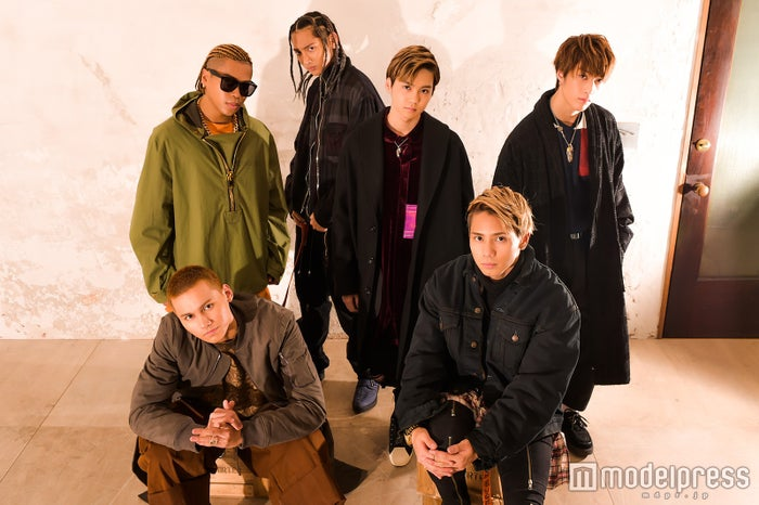 THE RAMPAGE from EXILE TRIBE(前列左から)龍、神谷健太(後列左から)LIKIYA、鈴木昂秀、吉野北人、藤原樹のインタビューもチェック(C)モデルプレス