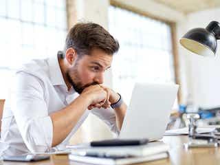 どう接するのが正解…?仕事が忙しい時の男性の心理状態とは