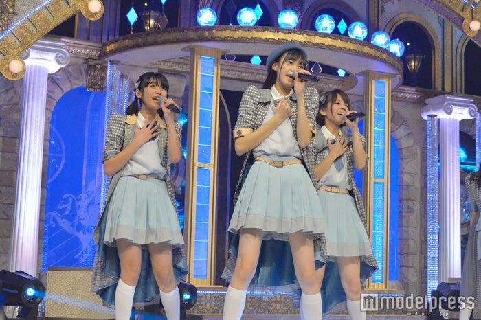 (左から)大石夏摘、阿部菜々実、吉崎綾 (C)モデルプレス