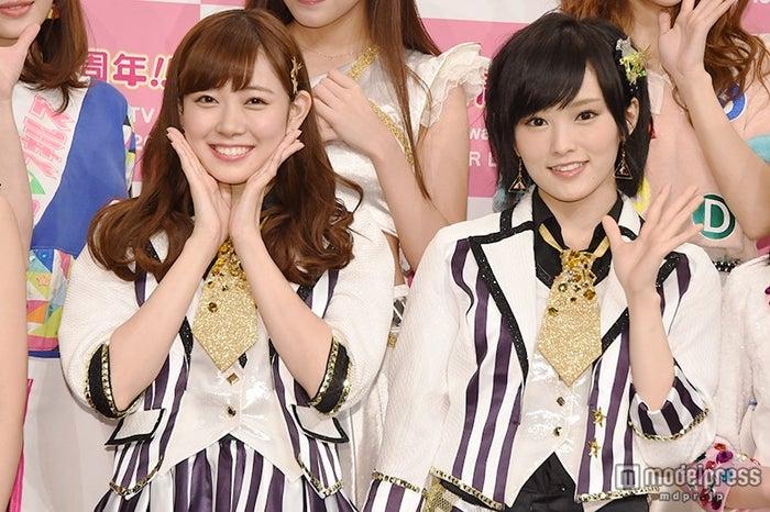 (左から)渡辺美優紀、山本彩(C)モデルプレス