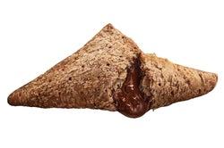 マクドナルド、「三角チョコパイ」黒&白の2種で登場 キュートな隠し技パッケージにも注目