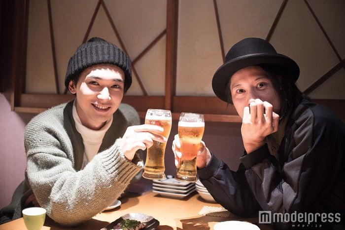 吉沢亮×LEGO BIG MORLタナカヒロキの居酒屋対談(C)モデルプレス