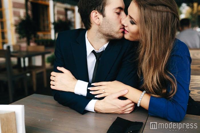 男性がコロッと甘えたくなる女性の特徴4つ 癒やして欲しい…(photo by teksomolika/Fotolia)