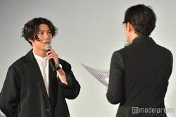 賀来賢人、小泉徳広監督 (C)モデルプレス