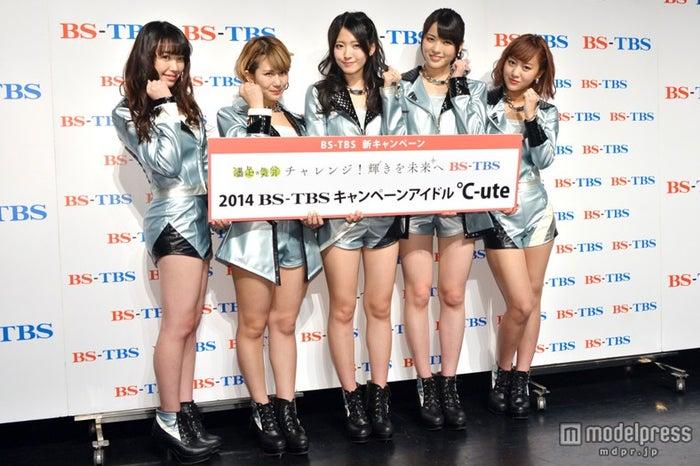 ℃-ute(左から:中島早貴、岡井千聖、鈴木愛理、矢島舞美、萩原舞)