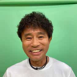 """モデルプレス - 浜田雅功、くっきー!作""""ダウンタウンTシャツ""""で満面の笑み"""