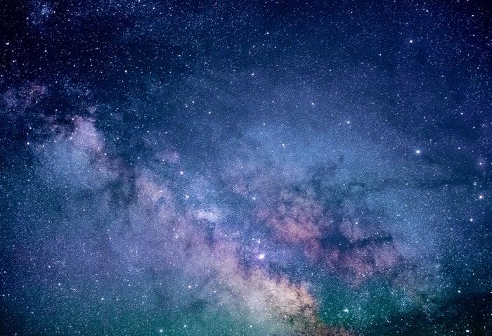 【運命の恋が訪れる前兆4】偶然、流れ星を見ることができた/photo by GAHAG
