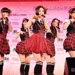 指原莉乃らHKT48、ミニスカで「会いたかった」/写真左から:熊沢世莉奈、兒玉遥、植木南央