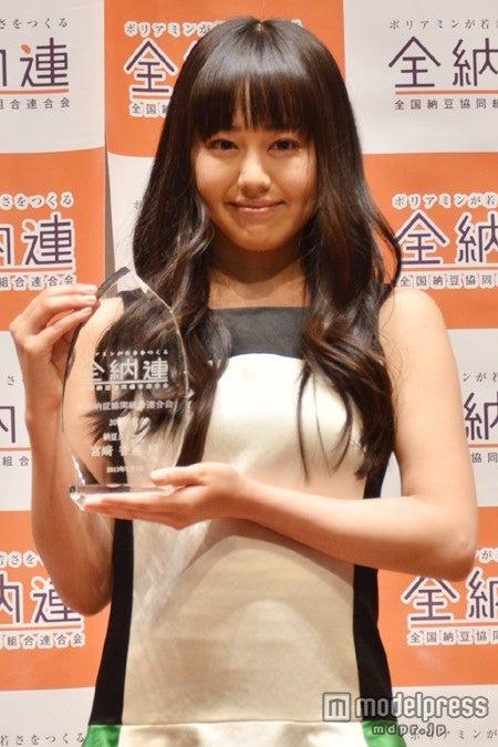 2013年度「納豆クイーン表彰式」に出席した宮崎香蓮