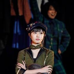 松田好花(C)舞台「七色いんこ」製作委員会