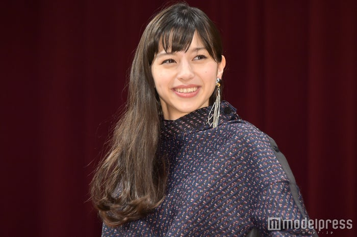 今田耕司からの求婚に笑顔で対応した中条あやみ (C)モデルプレス