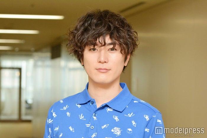 モデルプレスのインタビューに応じた間宮祥太朗