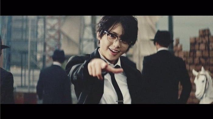 欅坂46「風に吹かれても」MVより(写真提供:ソニー・ミュージックレーベルズ)
