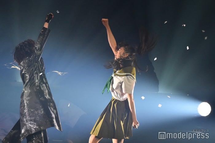 岡田奈々、小栗有以/舞台版「マジムリ学園」ゲネプロの様子 (C)モデルプレス