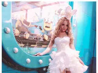 """桜井莉菜、真っ白なドレスで美脚あらわな""""バニーちゃん""""に「美しい」「似合ってる」と絶賛の声"""