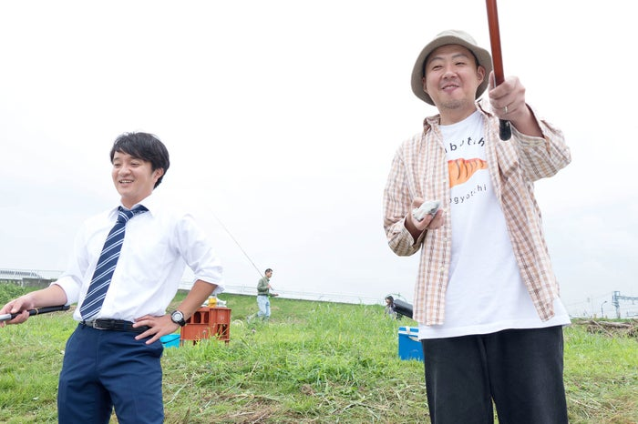 (左から)濱田岳、荒川良々(C)やまさき十三・北見けんいち・小学館/テレビ東京/松竹