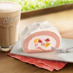マックカフェ「いちご&もも贅沢ロールケーキ」がレギュラーメニュー化