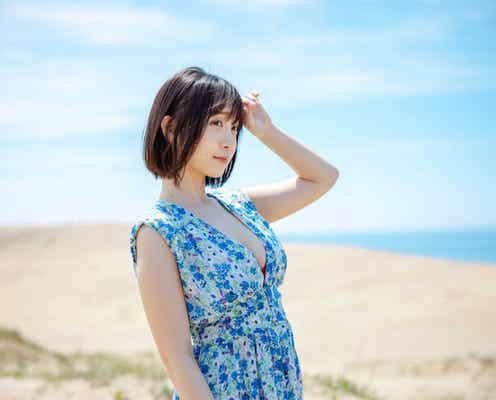 「生ける芸術作品」伊織もえが美ボディ映える鳥取砂丘での水着オフショットを公開