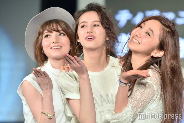 (左から)ティファニー春香、菊川リサ、近藤カコ