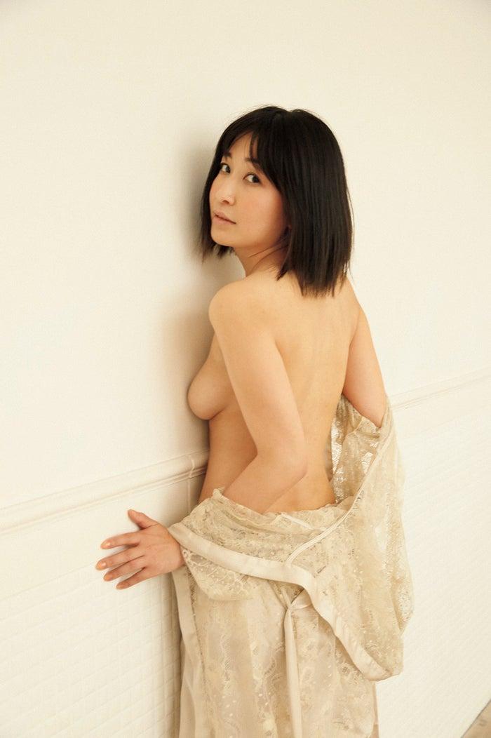 小野真弓写真集『赤い花』小野真弓(著)/野村恵子(著・撮影)講談社