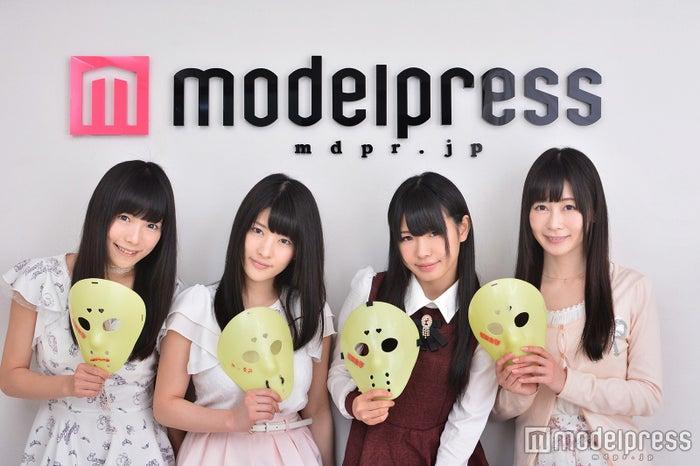 「世界一過酷な肌環境におかれたアイドル」のすっぴんを披露した仮面女子(左から)立花あんな、神谷えりな、窪田美沙、桜のどか(仮面女子)