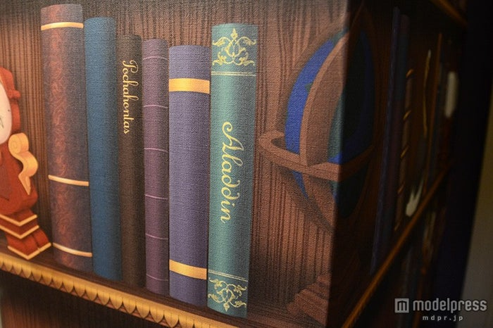 本棚にアラジンの本