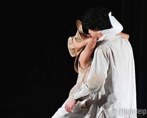 """満島ひかり、坂口健太郎にキス 押し倒したり馬乗りしたり…""""奔放""""ラブシーンで魅せる"""