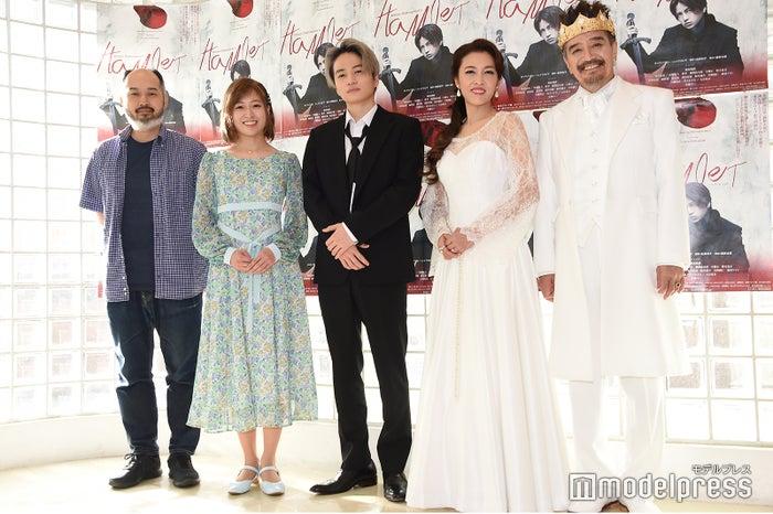 (左から)森新太郎氏、南沢奈央、菊池風磨、安蘭けい、大谷亮介(C)モデルプレス